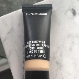 MAC PRO long wear foundation